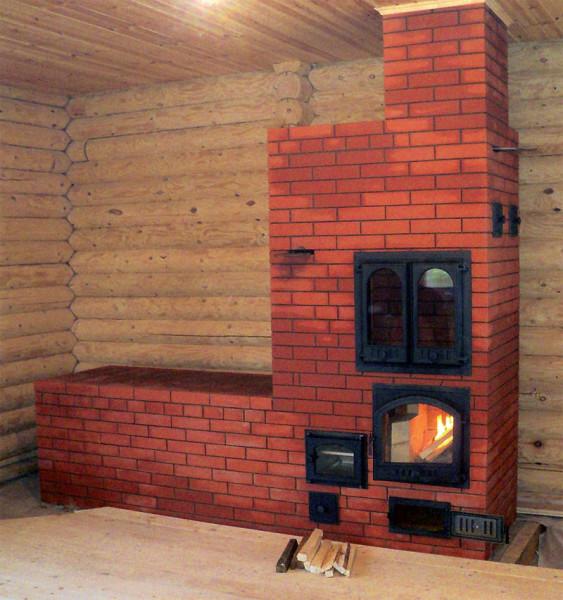 Печь в интерьере современного дома из сруба