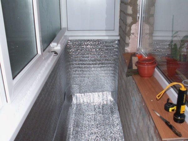 Пенофол можно использовать и как гидроизоляционный материал