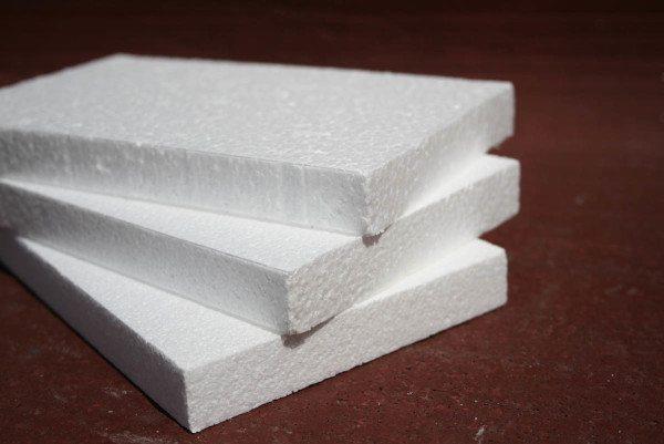 Пенопластом принято называть именно этот материал.
