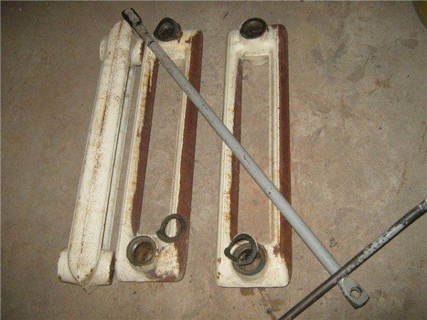 Переборка чугунного радиатора с заменой межсекционных прокладок.
