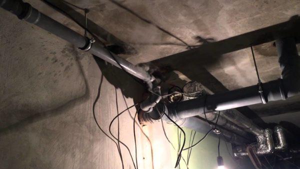 Перегрев проводки привел к пожару в подвале. К расчету ее сечения нужно отнестись максимально серьезно.