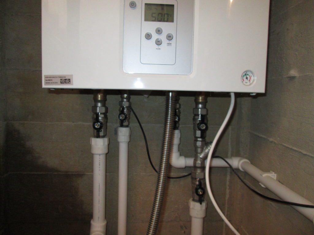Подключение современного двухконтурного котла к отоплению, воде и газу.