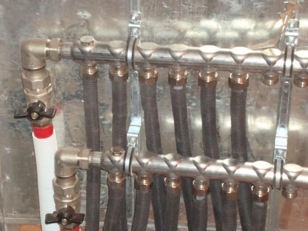 Подключенный коллектор системы отопления