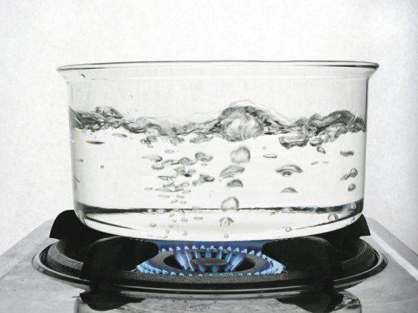 При конденсации водяной пар вернет все тепло, потраченное на испарение воды.