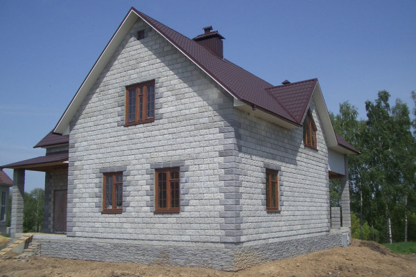 При составлении проекта нужно знать, сколько тепла теряется через стены.