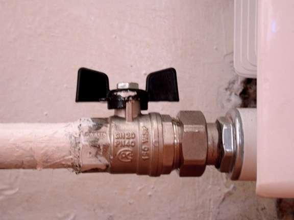 При замене радиаторов в сталинках стояки и подводки меняют редко. Оцинковка и через десятилетия находится в идеальном состоянии.