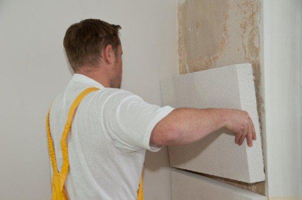 Приклеивание пенопласта к стене