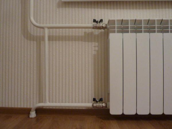Пример однотрубной системы подключения радиаторов
