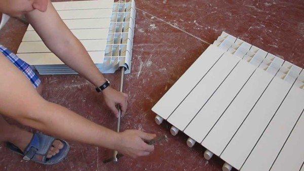 Разборка радиатора для замены межсекционных прокладок.