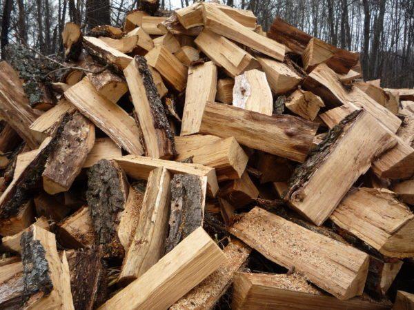 Разная древесина выделяет разное количество тепла в процессе сгорания