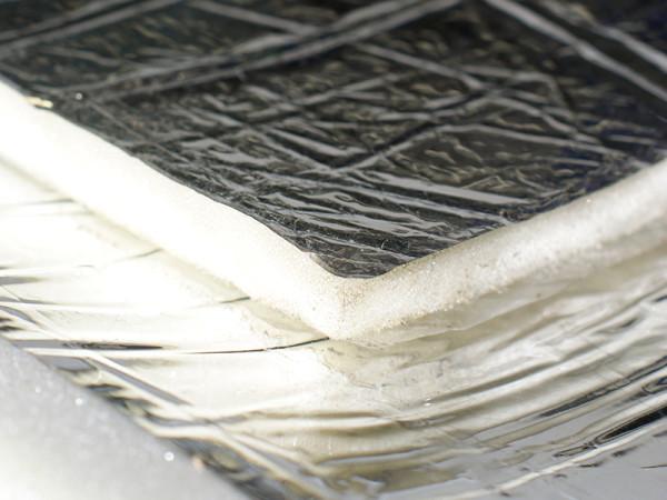 Роль отражателя может играть металлизированная лавсановая пленка.