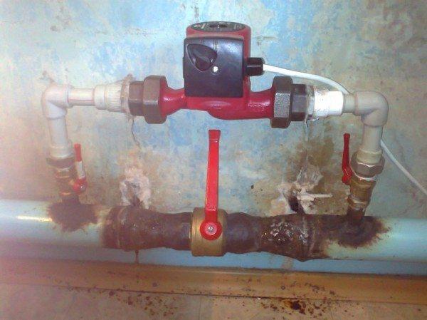 Розлив разрывается шаровым краном. Режимы работы системы отопления переключаются вручную.