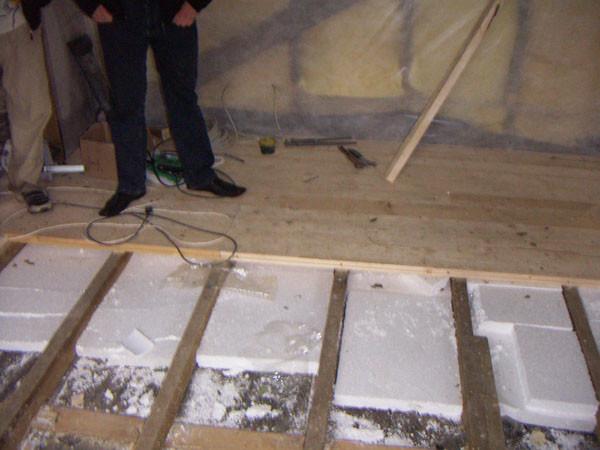 Шпунтованная доска для обустройства утепленного пола в гараже.