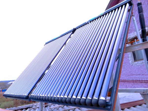 Солнечные коллекторы с вакуумными трубками.