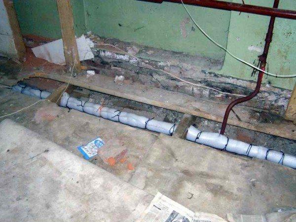 Стояк и розлив обратки в подвале.