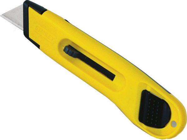 Строительный нож используется для резки пленки и демпферной ленты при устройстве стяжки теплого пола