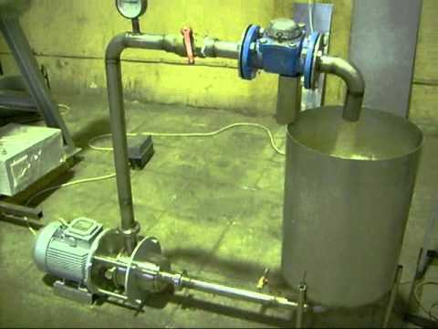 Так выглядит рабочий генератор Потапова — поток воды из патрубка очень горячий