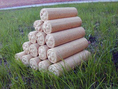Так выглядят брикеты, изготовленные из спрессованной древесины.