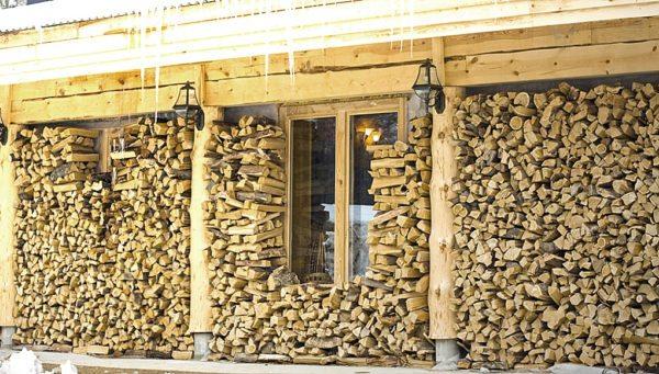 Там, где нет магистрального газа, самым дешевым источником тепла становятся дрова.