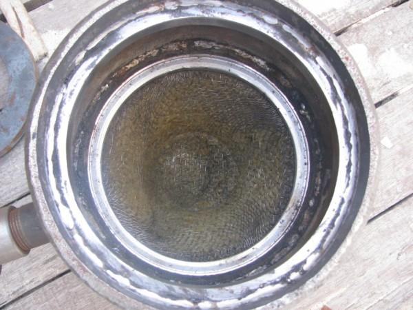 Там, где речь идёт об отоплении на отработанном масле, огонь и высокие температуры, а, значит, не обойтись без железных труб, пластик здесь уже не подходит