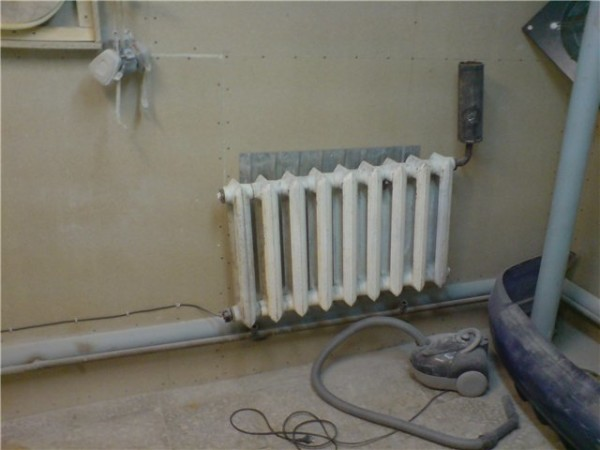 ТЭН с терморегулятором для чугунного радиатора по длине должен быть чуть меньше отопительного прибора