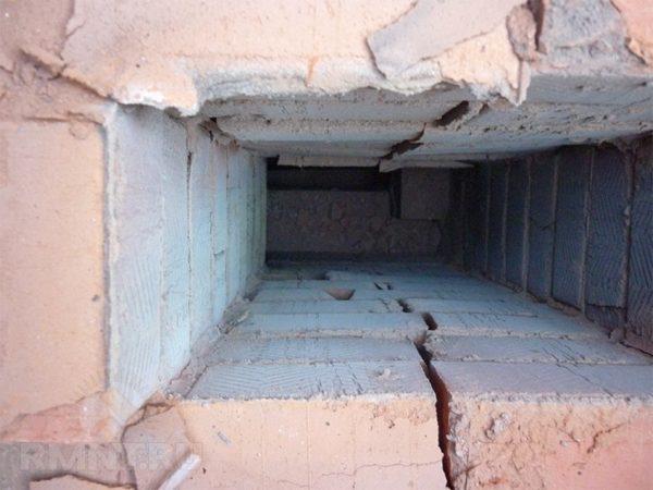 Трещины в дымоходе становятся причинами появления дыма в жилых комнатах