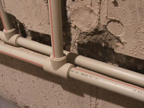 Трубопровод, спаянный из полипропиленовых деталей