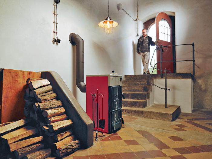 Размещение твердотопливного котла в подвале дома