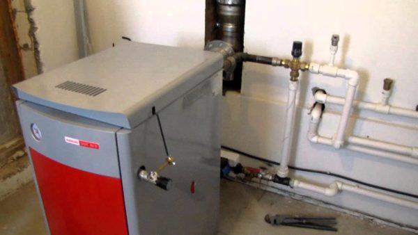 Участок между теплообменником твердотопливного котла и трехходовым клапаном смонтирован стальной трубой. Остальной розлив - полипропиленом.