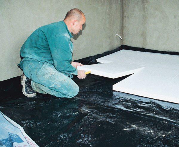 Укладка пенополистирольных плит своими руками не доставляет никаких трудностей