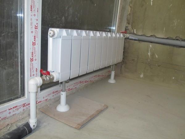Установка радиатора рядом со стеклом.