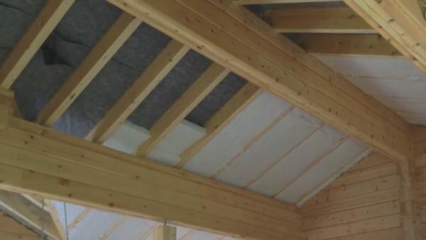 Утепление крыши минеральной ватой с предварительным монтажом ветрозащиты