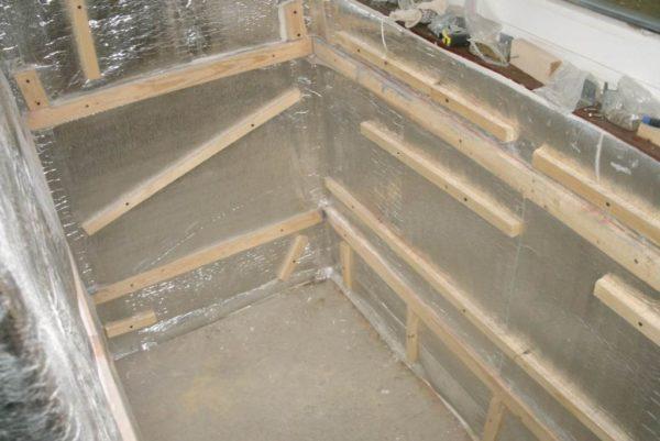 Утепление отражающим материалом — отличное решение для балконов из кирпича
