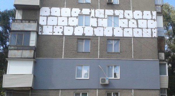 Утепление стены этажа пенопластом под штукатурку.