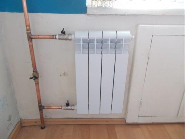 В отличие от алюминиевых, биметаллические радиаторы можно подключать медной трубой.