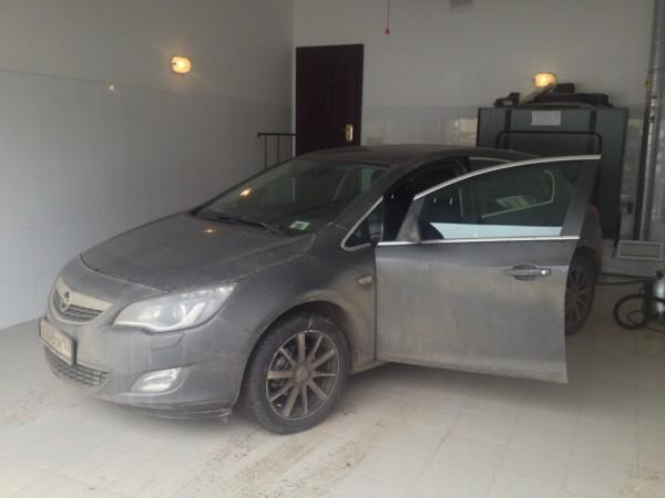 В теплом гараже можно обслуживать автомобиль круглый год