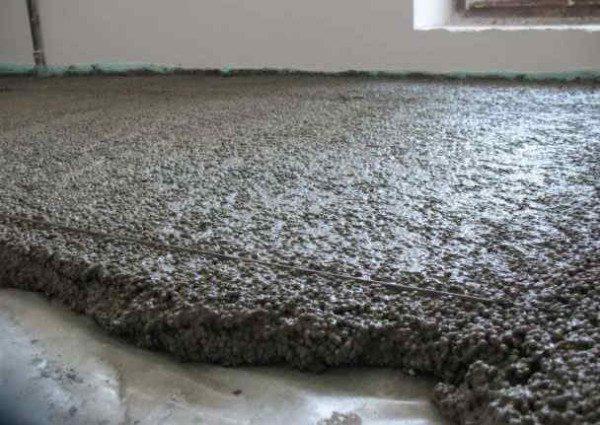 Важно убрать с поверхности все излишки раствора