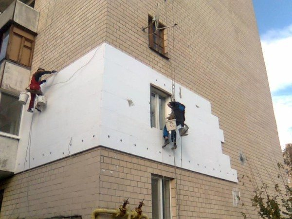 Владельцы квартир тоже в курсе пользы от утепления стен.