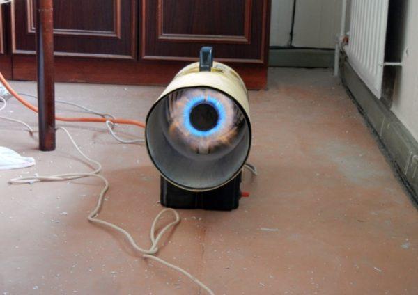 Внешне неказистый электрообогреватель с вентилятором нагревает воздух в помещении за считанные минуты