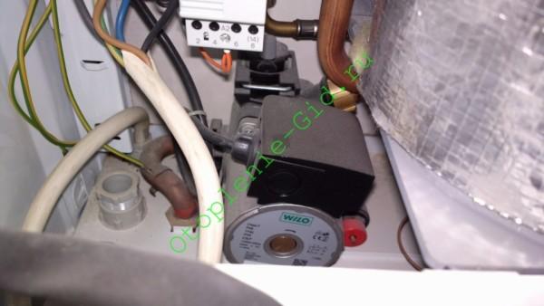 Вся обвязка находится установлена производителем внутрь корпуса.
