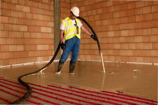 Заливка бетонной стяжки.