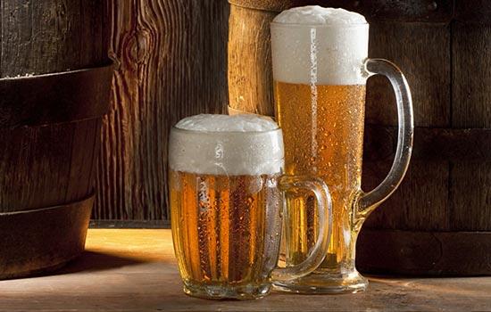 Запотевший бокал пива – еще один пример того, когда достигнута точка росы.