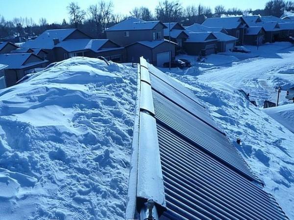 Зимой и пасмурную погоду нагрев воды минимален, ночью коллектор и вовсе простаивает.