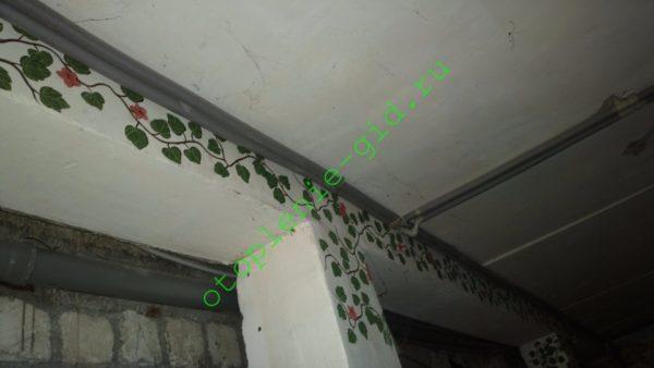 50-метровый дросселированный отопительный розлив в моем доме работает с встроенным в котел насосом, создающим напор в 2 метра.