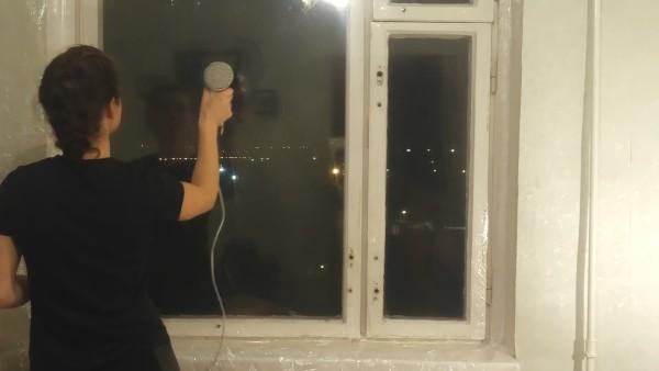 Аналогичным образом можно утеплить пластиковые окна