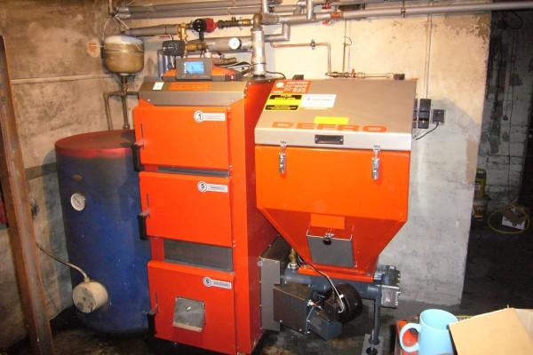 Автоматический газогенератор с бункером, работающий на угле.