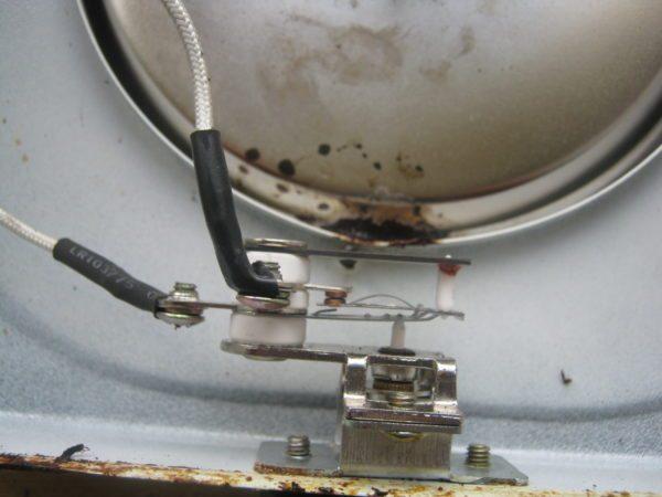 Биметаллический терморегулятор — дешевый и надежный прибор для поддержания заданной температуры среды.