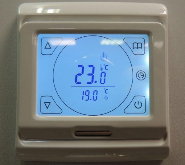 Благодаря терморегулятору большую часть времени нагрев пола отключен.