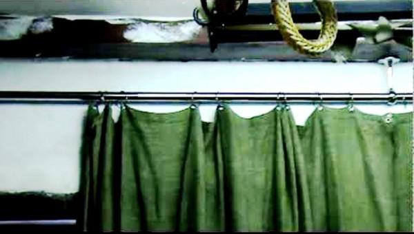 Брезентовая гаражная штора.