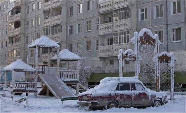 Чем ниже температура на улице, тем больше тепла дом теряет через ограждающие конструкции.